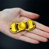 Con quay cánh kim loại hand spinner EDC fidget toy
