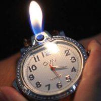 Bật lửa kiêm đồng hồ đeo tay
