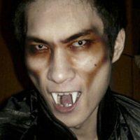 Hóa trang răng ma cà rồng cosplay Halloween