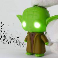 Móc khóa Yoda trong star war có đèn led và âm thanh