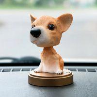 Chó gật gù lắc lư trên xe hơi giúp hành trình của bạn không còn nhàm chán