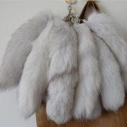 Móc khóa lông đuôi cáo bắc cực trắng
