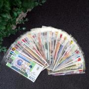 Bộ 52 Tờ Tiền Thật không trùng lặp 28 Nước Tặng túi thổ cẩm đỏ